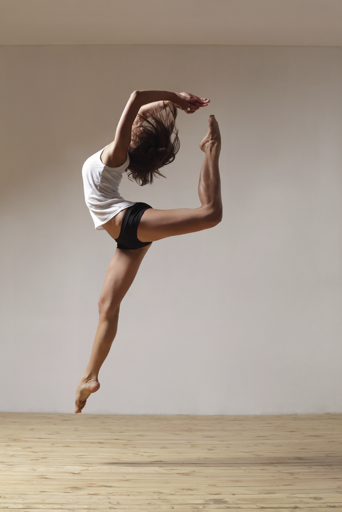 Фото девушки во время танца 10 фотография